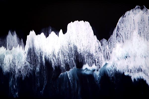 Ange Leccia, La Mer Source photo : http://la-selection-de-zoe.com/2016/01/29/climats-artificiels-une-vision-contemporaine-et-metaphorique-des-enjeux-climatiques/