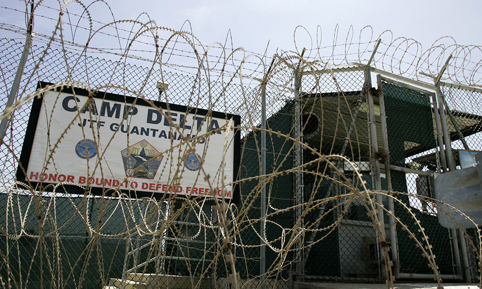 The front gate of Camp Delta is shown at the Guantanamo Bay Naval Station in Guantanamo Bay, Cuba September 4, 2007.  This photo has been reviewed by the U.S. Military.  REUTERS/Joe Skipper     (UNITED STATES) - RTR1TFUH